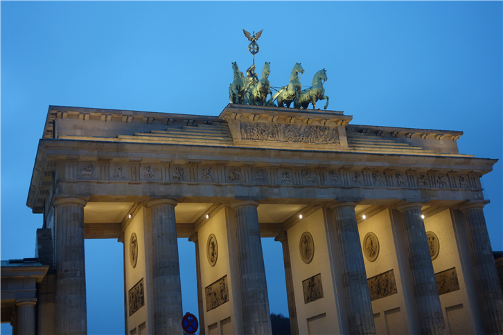 berlin-2014 Brandenburg Gate-crop-v3.JPG