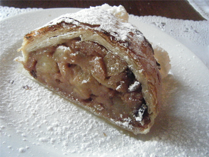 cafe-strudel 1024 apple strudel-crop-v3.JPG