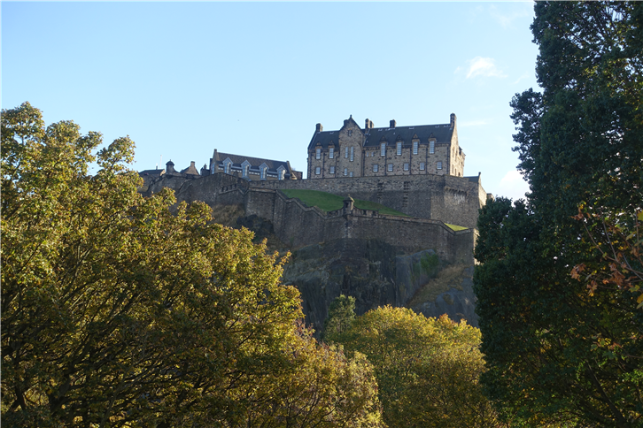 castle from Princes street-crop-v4.JPG