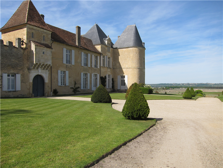 chateau-yquem 3648 main building-crop-v2.JPG