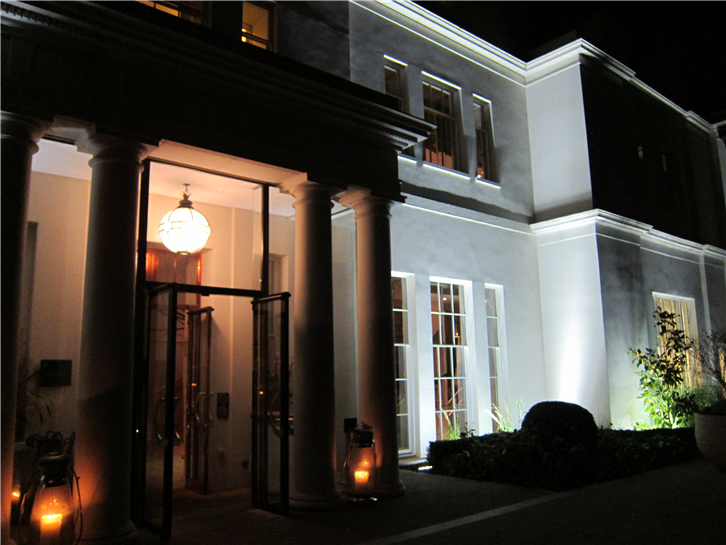 coworth-park 3648 entrance-crop-v3.JPG