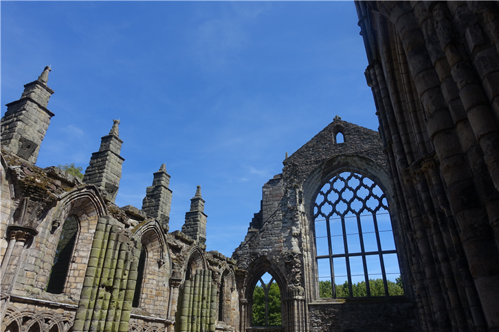 edinburgh 5472 Holyrood House abbey-crop-v4.JPG