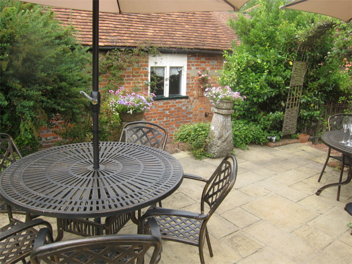 harrow-at-little-bedwyn 750 garden-crop-v2.JPG