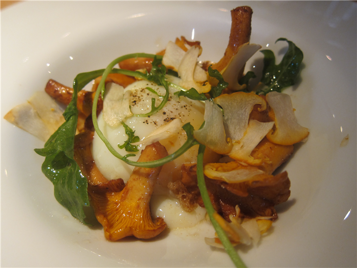 hedone 3648 egg with girolles-crop-v2.JPG