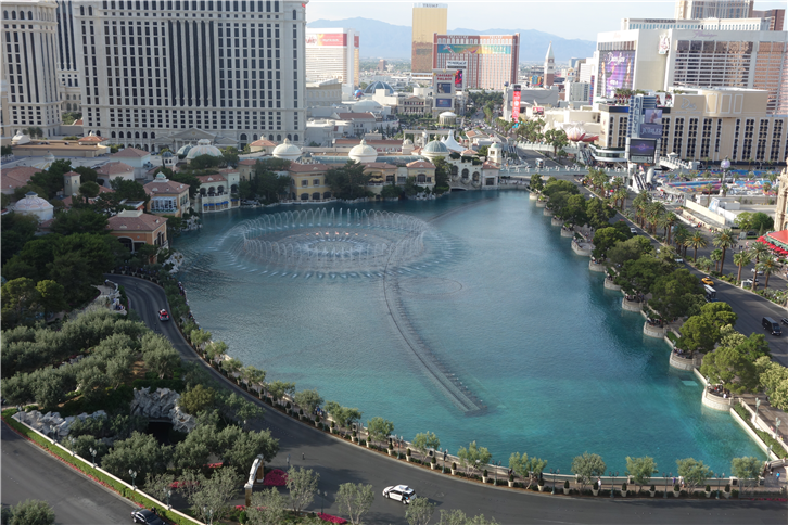las-vegas 5472 fountain from above-crop-v2.JPG