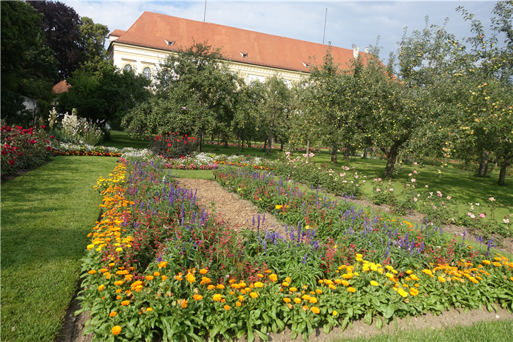 munich 5472 Dachau palace and garden-crop-v2.JPG