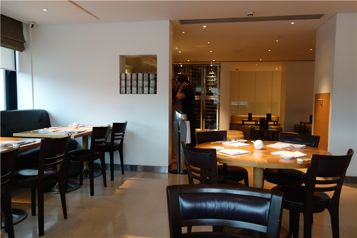 nobu-london 5472 dining room-crop-v2.JPG