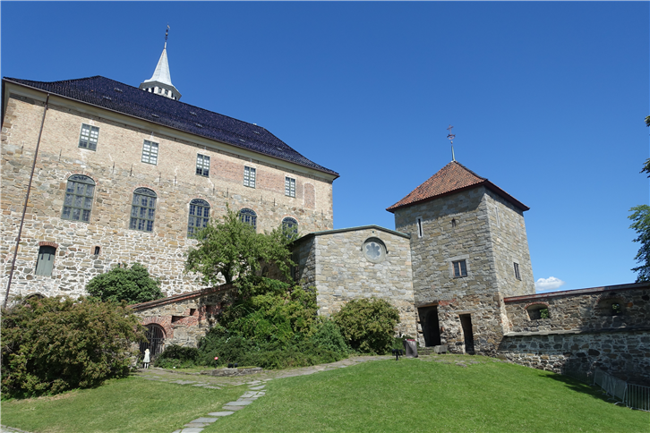 oslo 5472 fortress main building-crop-v4.JPG