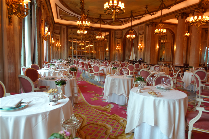 ritz 5472 main dining room-crop-v2.JPG