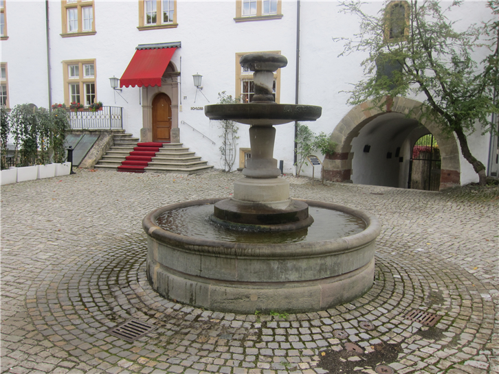 schloss-berg 3648 courtyard-crop-v3.JPG