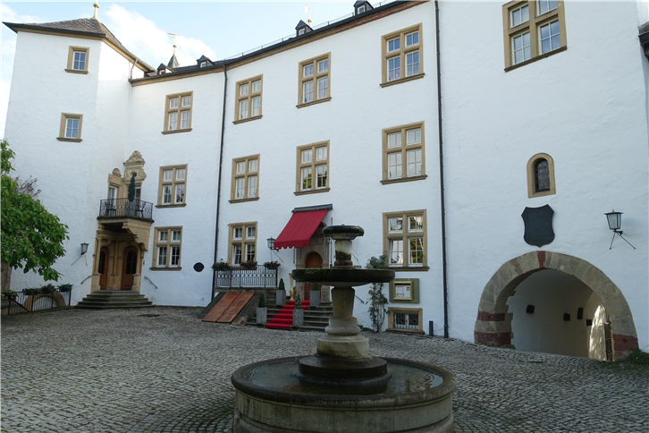schloss-berg 5472 courtyard in sunlight-crop-v2.JPG