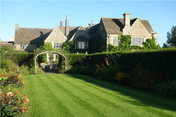 whatley-manor 5472 garden-crop-v1.JPG