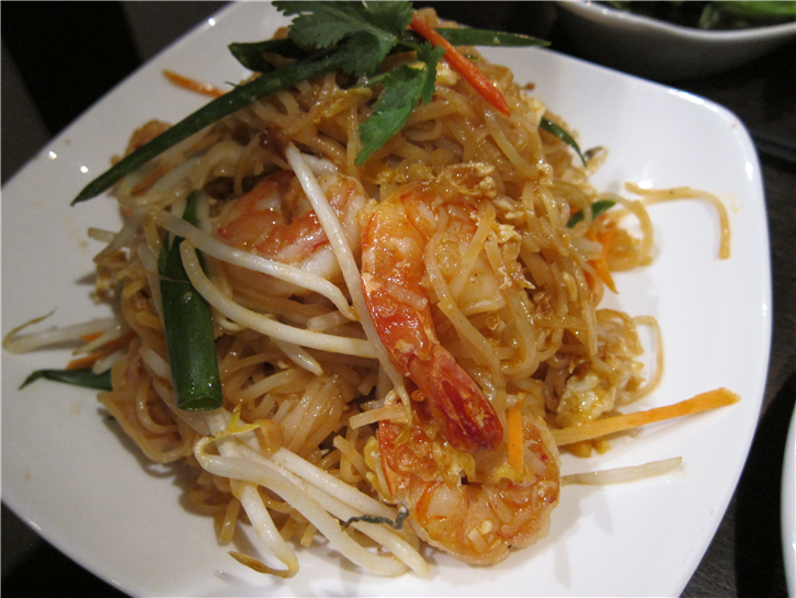 yupa-thai-kitchen 3648 pad thai-crop-v2.JPG